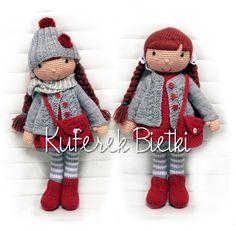 Monja - lalka wykonana na szydełku. Lalka ubrana jest w sukienkę, sweterek, czapeczkę i skarpetki wykonane ręcznie na drutach. Włosy l...