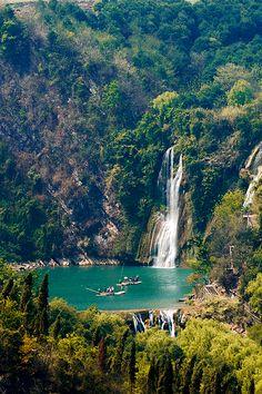 Vietnam  (by Tu Geo)