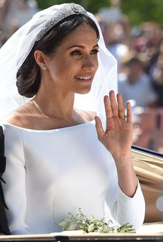 Meghan Markle's Hairstylist Spills All the Details on Her Royal Wedding 'Messy Bun'- HarpersBAZAAR.com
