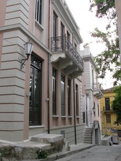 Neoclassical house in Plaka district, Athens New Classical Architecture, Architecture Design, Bauhaus, Greek House, Mediterranean Garden, Athens Greece, Neoclassical, Greece Travel, Restoration