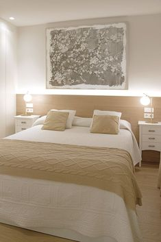 Un apartamento muy acogedor en el casco antiguo de Sitges. Bedroom Bed Design, Home Room Design, Small Room Bedroom, Home Decor Bedroom, Rectangular Living Rooms, Small Apartment Interior, Aesthetic Bedroom, Minimalist Bedroom, Interior Design