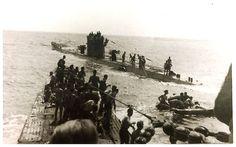 U-156 et le U-507 au fond, transférants des survivants du Laconia