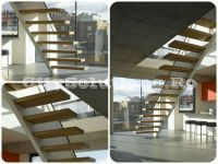 Floating stairs with solid wood floating steps. Floating stairs with metal structure hidden in the wall and wooden self-supporting steps. Glass Stairs, Wooden Stairs, Floating Staircase, Spiral Staircase, Metal Structure, Interior Stairs, Wood Interiors, Stair Treads, Visual Effects