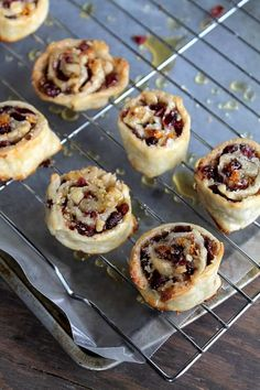 Winter Appetizers: Cranberry and Walnut Pinwheels Holiday Appetizers, Appetizer Recipes, Holiday Recipes, Dessert Recipes, Party Appetizers, Cheese Appetizers, Vegetable Appetizers, Make Ahead Christmas Appetizers, Best Thanksgiving Appetizers