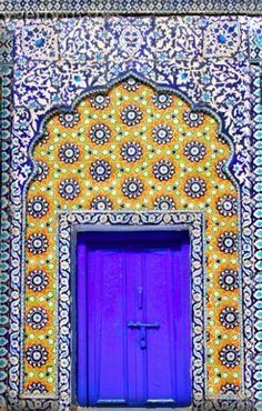 Islamic Doors / Islamic art by Iqbal Khatri / style / color / architecture / milles et une nuit / arabesque / arab world / beautiful / lights / oriental / Orient / art Cool Doors, Unique Doors, Islamic Architecture, Art And Architecture, Architecture Wallpaper, When One Door Closes, Door Knockers, Closed Doors, Doorway