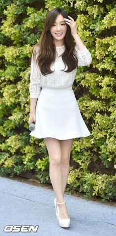 [사진]소녀시대-태연,'봄 햇살 미소를 날리며' :: 네이버 TV연예