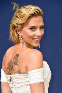 Scarlett Johansson shows off her massive back tattoo at the Emmys, plus more news Scarlett Johansson, Hollywood Celebrities, Hollywood Actresses, Most Attractive Female Celebrities, Beautiful Jewish Women, Roselyn Sanchez, The Emmys, Hair Thickening, Holly Willoughby
