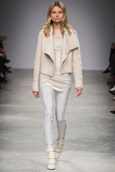 Isabel Marant Fall 2013 RTW - Runway Photos - Fashion Week - Runway, Fashion Shows and Collections - Vogue - Vogue Fashion Week Paris, Runway Fashion, Fashion Trends, Isabel Marant, Love Fashion, High Fashion, Fashion Show, Looks Style, Style Me