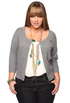 This Layering outfits plus size sweaters 14 image is part from How to Look Stylish with Layering Sweaters Outfit for Plus Size gallery and article, click read it bellow to see high resolutions quality image and another awesome image ideas. Unique Plus Size Clothing, Plus Size Clothing Stores, Plus Size Fashion For Women, Plus Fashion, Womens Fashion, Curvy Girl Fashion, Look Fashion, Mode Xl, Moda Feminina Plus Size