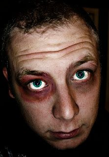 """Black Eyes A man walked into work on Monday with two black eyes. His boss asked what happened. The man said, """"I was sitting behind a big w. Eye Jokes, Funny Jokes, Funniest Jokes, Funny Man, Math Riddles With Answers, Punch In The Face, Maths Puzzles, Brain Teasers, Man Humor"""