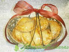 ConDosCucharas.com Empanadas de bacalao - ConDosCucharas.com Empanadas, Pasta, Camembert Cheese, Tapas, Food, Appetizer Recipes, Fast Dinners, Cod, Side Dishes