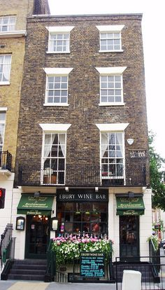 Ebury Wine Bar, Belgravia, #London SW1 do a great pistachio parfait which is shaped like one of the great pyramids and served with a sweeping of raspberry coulis