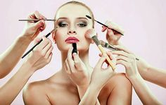 Beauty Recipy: Τα πιο… παράξενα μυστικά ομορφιάς των διασήμων
