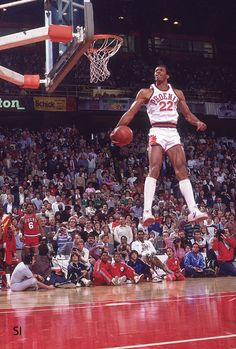 Larry Nance won the Slam Dunk Contest at the 1984 NBA All-Star Game from Denver, CO