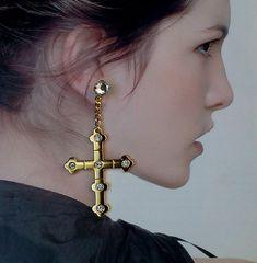 Brincos Crucifixo com pontos de luz