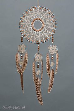 American indian spiritual accessoire to protect dreams. According to the legend, dreamcatcher let the good dreams go through the hole in the middle and catches bad ones, keeping them untill the morning when they disappear with the light. It is also a nice decorative accesoire for peope