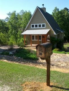 One of my mailboxes and post mount (rustic made too), photo made by customers, after posting it near their house Rustic Mailboxes, Cabin, House Styles, Ideas, Home Decor, Decoration Home, Room Decor, Cabins, Cottage