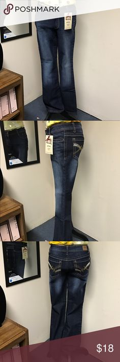 LADIES ASHLEY LOWRISE BOOT JEANS NWOT Ladies Lowrise Boot Pants Size 6/7 lei Jeans Boot Cut