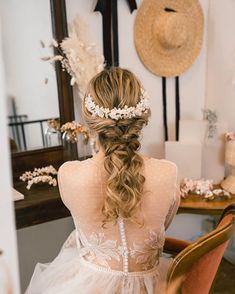 Long journey since I started to do bridal headpieces. Through the time I was learning techniques and design.  I listened to each bride about colors design. Every time they ordered a headpiece. Today I see this picture and feel happy for the work I have been doing.  But the journey is not finish yet and I continue learning every day. Thank you so much to let us to be part of your big day.  Thank you @dmillanphotography for this beautiful picture.  Hair and makeup @jocelinediaz.studio  Dress…