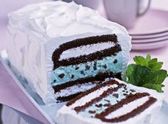 Yum... I'd Pinch That! | Ice-Cream Cake-Easy..don't like mint, but the possibilities are endless!!!