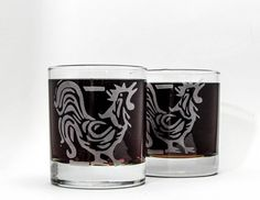 """Cocka-doodle doo!  The pattern for this design is based on my original hand carved block print.    Make a pair with his lovely hen: https://www.etsy.com/listing/204373438/chicken-block-print-sandblasted-etched?    ♦SIZING: 10 oz old fashioned/cocktail/scotch glass, approx. 4"""" H    My functional and fun original designs are individually sandblasted onto each glass in my home studio in Austin, TX.        ♦ Dishwasher safe  ♦ Sturdy restaurant quality glassware  ♦ Sandblasted for a crisp…"""