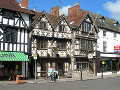 Stratford on Avon Places Ive Been, Places To Go, Arch Street, Stratford Upon Avon, London Travel, Wales, England, Europe, Queen