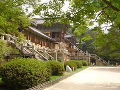 Chùa Bulguksa được UNESCO công nhận là di sản văn hóa thế giới vào năm 1995. Chùa cúng với di tích đá tuyệt đẹp khác đã nổi tiếng khắp thế giới