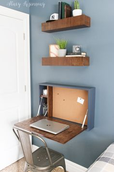Diy Desk Discover DIY Fold Down Desk - Stacy Risenmay To help maximize the space of this small bedroom I built a DIY fold down desk. It is the perfect place to do some homework! Furniture Projects, Furniture Makeover, Diy Furniture, Simple Furniture, Craft Projects, Home Office Design, Home Office Decor, Diy Home Decor Bedroom, Office Chic