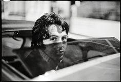 Paul outside Trident Studios, London, Photo by Linda McCartney. Paul Mccartney, Declan Mckenna, Studios, Beatles Love, Beatles Photos, The White Album, Sir Paul, The Fab Four, Hair Transplant