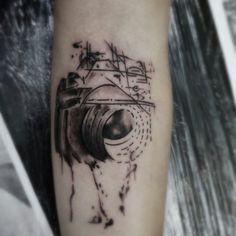 """Cadê os apaixonados por fotografia? Tatuagem feita por <a href=""""http://instagram.com/augusto_fita"""">@augusto_fita</a>"""