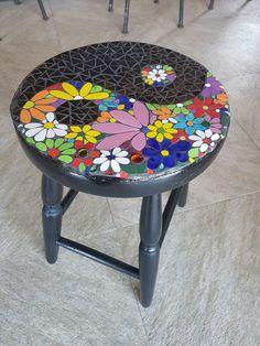 ReciclARTE: una vieja silla y un concepto: energías que se necesitan y se complementan.