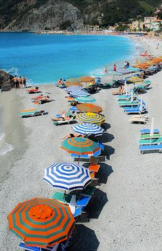 Been to Liguria but not the beach.the beaches in liguria, italy Places In Italy, Oh The Places You'll Go, Places To Travel, Places To Visit, Dream Vacations, Vacation Spots, Sestri Levante, Parasols, Beautiful Beaches