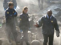 Bones Season 1 Episode 14 - The Man on the Fairway - Emily Deschanel as Dr. Temperance Brennan and Eric Millegan as Zack Addy