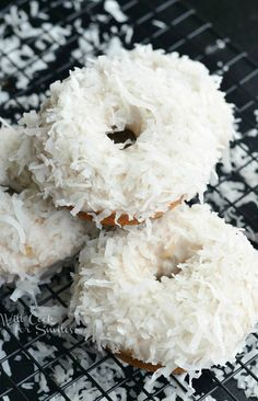 me ~ Pin on Donut Recipes ~ Coconut lovers rejoice! I've created amazing donuts that you will fall in love with at the first bite! It's Coconut Cake Donut that has coconut flavors inside and out. Delicious Donuts, Delicious Desserts, Yummy Food, Healthy Donuts, Köstliche Desserts, Dessert Recipes, White Desserts, Baked Doughnuts, Donuts Donuts