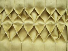 Tutorial for sewing smocking / honeycomb pleating Sewing Hacks, Sewing Tutorials, Sewing Patterns, Smocking Patterns, Sewing Tips, Quilt Patterns, Fabric Crafts, Sewing Crafts, Sewing Projects