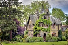 Stunning! This is perfect for me, my exact taste I so love. The English country!