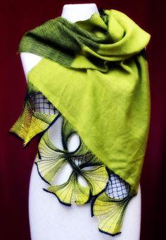 Einen festen Platz auf der CREATIVA hat das Forum Textile Handwerke. Hier zeigen Expertinnen und Experten regelmäßig auch traditionelle Handwerkstechniken. Etwa das Klöppeln. Auch 2017 ist das Klöppelnetz – eine einzigartige Schulungseinrichtung auf privater Ebene – wieder dabei. Und Ihr könnt in Workshops das Klöppeln lernen. Martina Wolter-Kampmann unterrichtet diese filigrane textile Technik seit über [...]