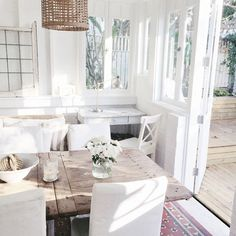 beach cottage summer room and white flowers