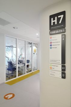 Hospital Signs and Wayfinding Solutions Directional Signage, Wayfinding Signs, Clinic Design, Healthcare Design, Hospital Signage, Desgin, Navigation Design, Office Signage, Hospital Design