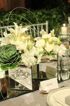 White and green centerpiece Green Centerpieces, Event Ideas, Reception Ideas, Floral Arrangements, Wedding Planner, Table Decorations, Center Pieces, Wire, Wedding Ideas