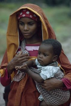 Mozambique Island ... What a beautiful mother and child!