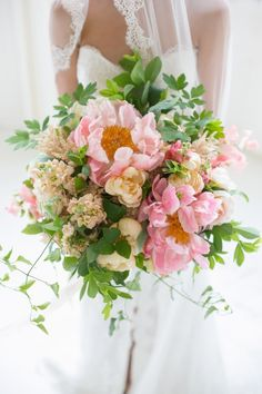 Bouquet by Floral Verde. Photo by Lexi Vornberg (via Grey Likes Weddings).