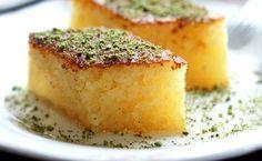 İzmir'de pek meşhur olan ve özel günlerde de sıkça yapılan şerbetli tatlı Revani nasıl yapılır, püf noktaları nelerdir? hepsini öğrenmeniz için en basit haliyle yapılışını sunuyoruz sizlere...