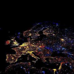 Luces nocturnas Europa . Fotografía de la NASA