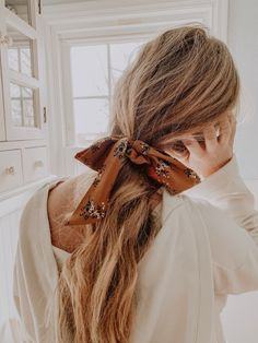 VSCO - my sister Lauren Davison-Ammermann has the most beautiful hair Meganammermann Scarf Hairstyles, Messy Hairstyles, Pretty Hairstyles, Teenage Hairstyles, Blonde Hairstyles, Good Hair Day, Hair Dos, Hair Inspo, Curly Hair Styles