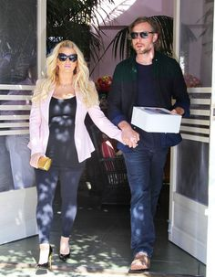 Celebrity bump watch: Jessica Simpson's basic black maternity look