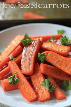 Honey Roasted Carrots | www.joyfulhealthyeats.com | #paleo #cleaneating #carrots #roasted #vegetables #sidedish