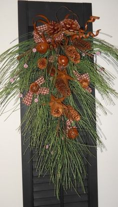 Country Primitive Christmas Winter RUSTY STAR PINE SWAG Shutter Wreath Hanging Country Christmas Crafts, Primitive Country Christmas, Cabin Christmas, Christmas Swags, Christmas Ornaments To Make, Christmas Past, Christmas Door, Diy Christmas Gifts, Holiday Wreaths