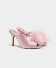 Pinky marabu rosa, 14.99€ - Sapato alto de cetim rosa com pompom de marabu. Altura do tacão 9 cm. - Tendências SS 2017 em moda de mulher na Oysho online.