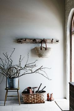 46 Rustic House Interior To Make Your Home Look Outstanding - Home Decoration Experts Deco Champetre, Decoration Entree, Deco Retro, Interior And Exterior, Interior Design, Interior Styling, Wabi Sabi, Rustic Interiors, Modern Rustic